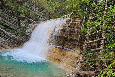 Долина ста водопадов