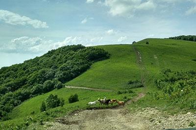 Грозовые ворота - горы вокруг