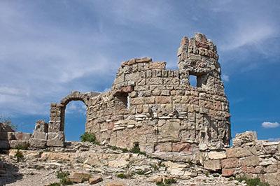Грозовые ворота - крепость, вид снизу