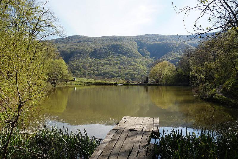 Озеро Бездонное в Геленджике