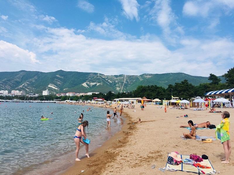 Пляж Геленджика, лето 2020