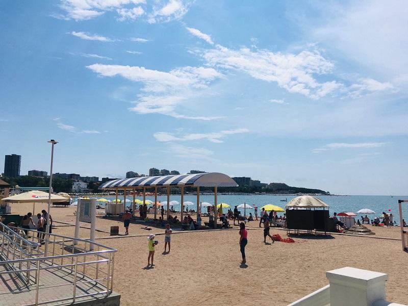 Пляж, лето 2020