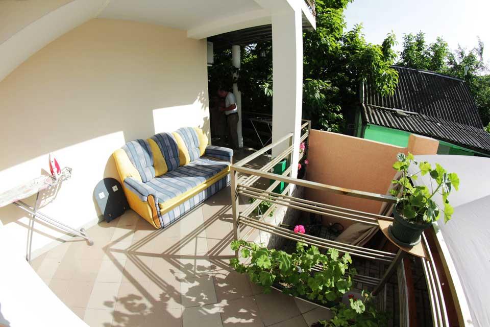 Места для отдыха на общем балконе